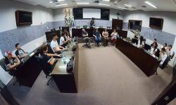 Alunos da escola Balthazar Poço visitam Legislativo e conversam com vereadores