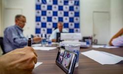 Prefeitura faz videoconferência com supermercados para evitar aglomeração