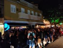 Primeira noite de funcionamento de bares tem aglomerações no Rio