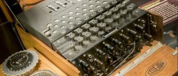 Máquina de criptografia nazista Enigma é encontrada por mergulhadores no Mar Báltico