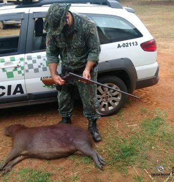 Após matar capivara, indivíduo é preso pela Polícia Ambiental em Penápolis