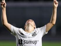Brasileiro Feminino: Santos vira sobre Grêmio no fim e gruda na ponta