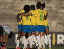 Seleção feminina derrota Argentina por 3 a 1 em amistoso