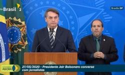 Presidente Jair Bolsonaro fala à imprensa no Palácio do Planalto