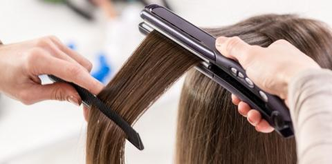 Chapinha: 4 dicas que você precisa saber antes de usar a ferramenta para alisar o cabelo