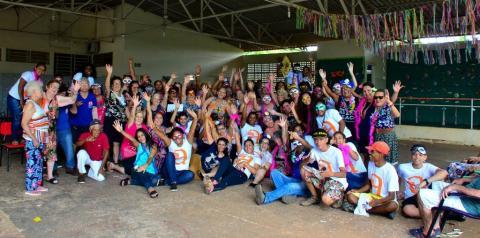 Carnaval anima idosos e adolescentes da Assistência Social