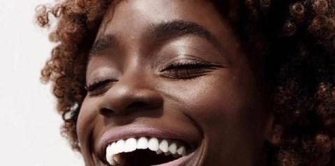 5 hábitos do dia a dia que podem causar espinhas no rosto!