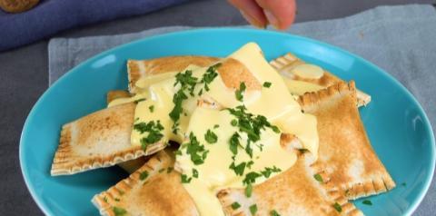 3 raviolis de pão de forma com molhos saborosos