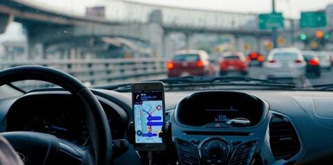 Uber e 99 poderão pagar multa, caso motorista cancele corrida