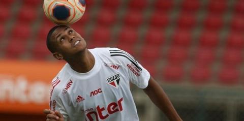 Bruno Alves retoma atividade no campo