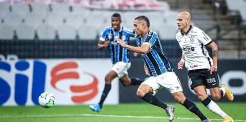 Corinthians segura empate com Grêmio mesmo com dois jogadores a menos