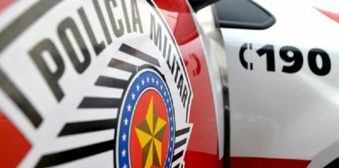 PM detém dois indivíduos por tráfico de drogas no bairro Alvorada