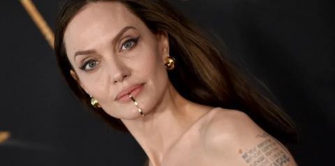 Angelina Jolie usa joia no queixo e empresta vestido para filha em pré-estreia