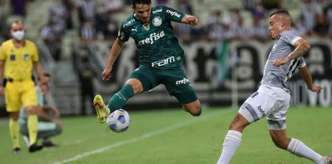 Palmeiras supera Ceará em jogo atrasado do Brasileiro