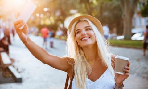 Veja como ter a iluminação perfeita para tirar sua selfie