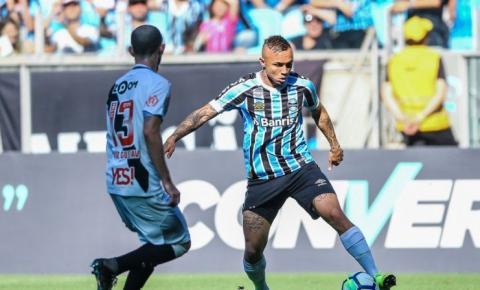 Grêmio vence o Vasco de virada e entra no G-4 do Brasileirão