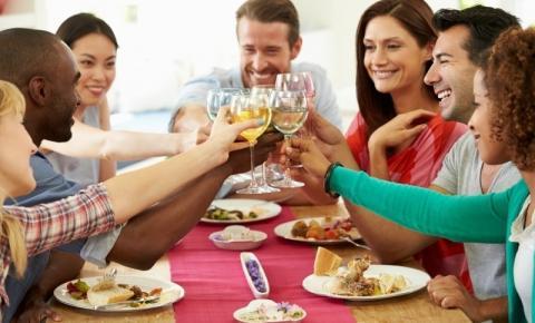 Aprenda a receber bem os amigos para beber em casa