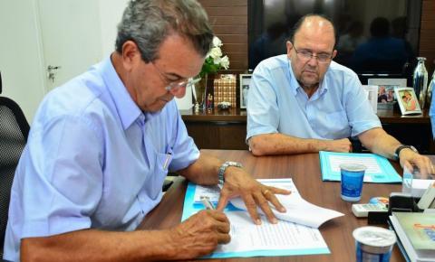 Assinatura de documento autoriza reforma e adequações em Emebs