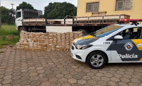 Homem é preso pela PM transportando mais de mil tijolos de maconha