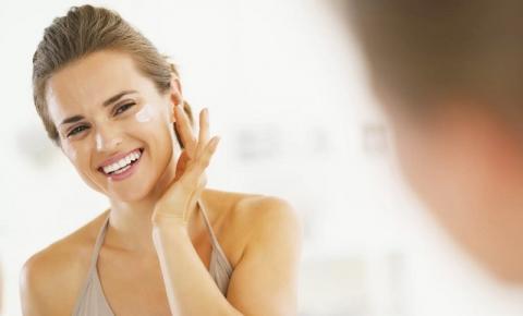 Como aplicar Protetor Solar no rosto? Veja dicas + passo a passo para acertar nos cuidados com a pele