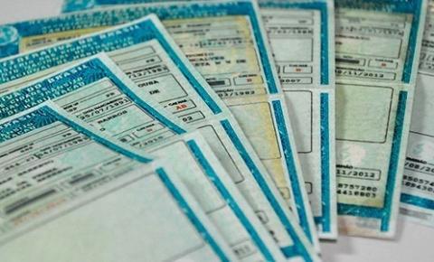 Bolsonaro quer aumentar pontuação na  CNH de 20 para 40 pontos ;  e especialistas criticam