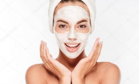 Manchas vermelhas no rosto: é possível remover? Descubra as dicas e saiba em quais produtos apostar para cuidar da pele