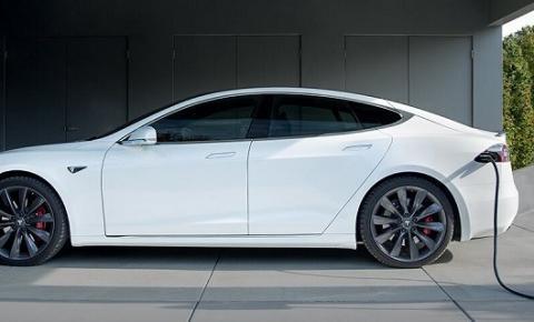 Tesla lança carregador portátil para seus carros elétricos