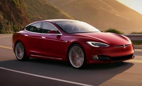 """Elon Musk afirma que todos os Tesla terão """"modo sentinela"""" em breve"""