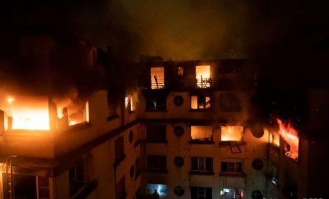 Incêndio deixa pelo menos oito mortos em Paris