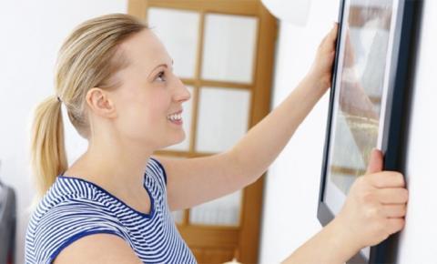 4 maneiras de pendurar quadros na parede sem precisar furar