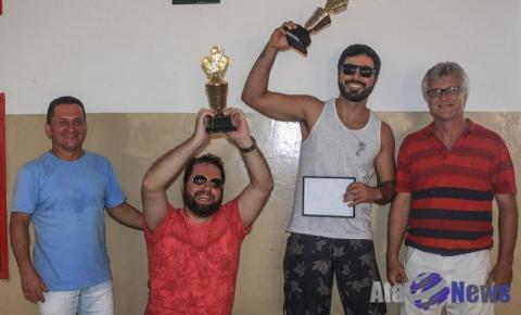 Denis Paio e Maik Monção são os campeões do Torneio de Truco em Salmourão