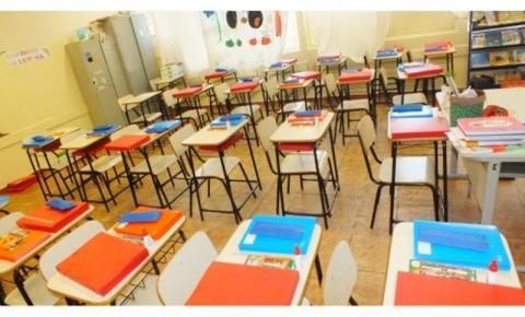 Prefeitura de Guararapes entrega kit escolar aos alunos das escolas municipais