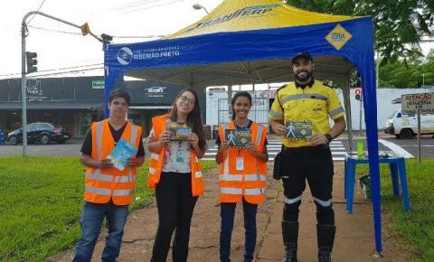 Mais de 300 pessoas são abordadas em ação para evitar acidentes no Carnaval em Ribeirão Preto