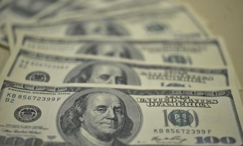 Bolsa opera em alta e dólar vale R$ 3,76