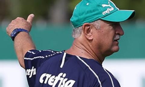 Com Scarpa e Borja de volta, Felipão comanda treino com bola na Academia