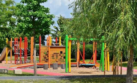 Vantagens de aplicar piso de borracha em um playground