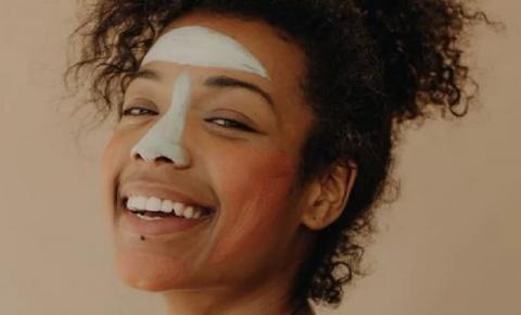 Como tirar cicatrizes de espinhas? Veja os tratamentos mais indicados para as marcas de acne na pele