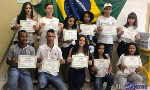 Integrantes do Grêmio Estudantil da Escola Hans Wirth de Salmourão são empossados