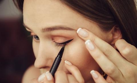 Quais são os riscos de usar maquiagem vencida?