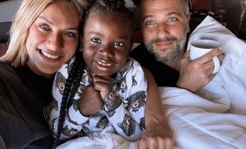 Giovanna Ewbank e Bruno Gagliasso são pais novamente! O casal adota Bless