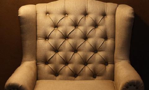 Conforto ou design? O que privilegiar na hora de escolher as cadeiras da sala de estar