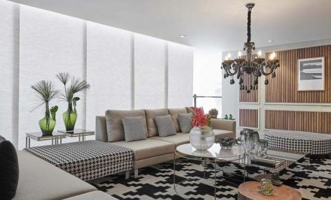 Como combinar tapetes, cortinas e sofás na prática
