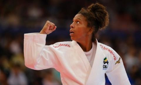 Rafaela Silva supera três adversárias por ippon, cai na semifinal para japonesa e vai lutar pelo bronze do Mundial de Tóquio