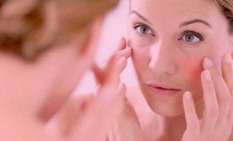 O que comer para tratar a pele com rosácea? Descubra a importância da dieta alcalina