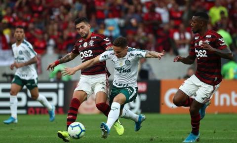 Flamengo é líder e Palmeiras vive crise