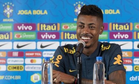 Bruno Henrique se emociona ao receber material da Seleção Brasileira