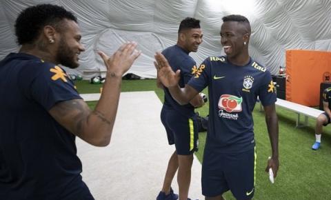 Família presente e sorriso no rosto: Vini Jr. na Seleção Brasileira