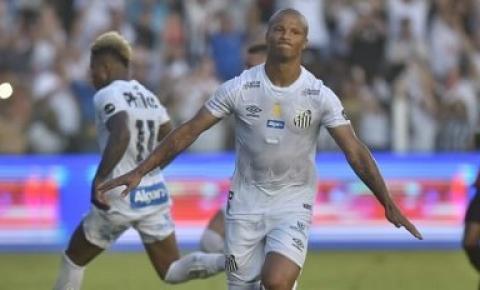 Santos FC empata com Athletico Paranaense pelo Campeonato Brasileiro