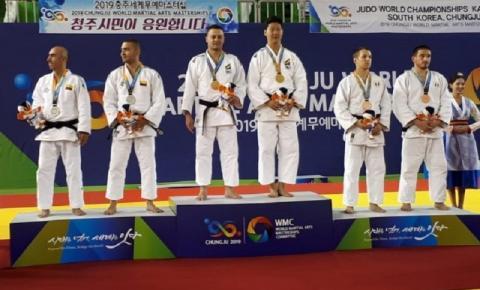 Wagner Uchida e Paulo Ferreira conquistam o bicampeonato no Mundial de Kata