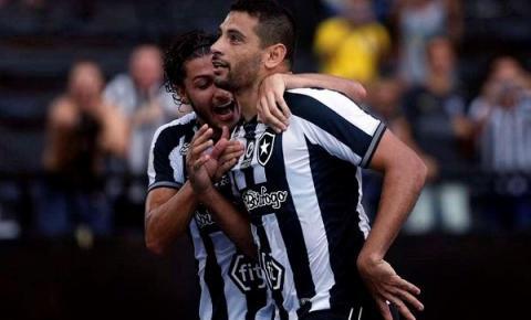 Vitória esfria crise no Botafogo